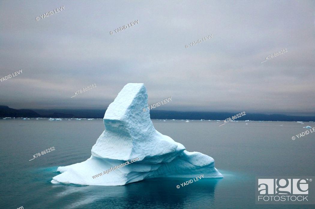 Stock Photo: Icebergs along the southwest coast, Greenland.
