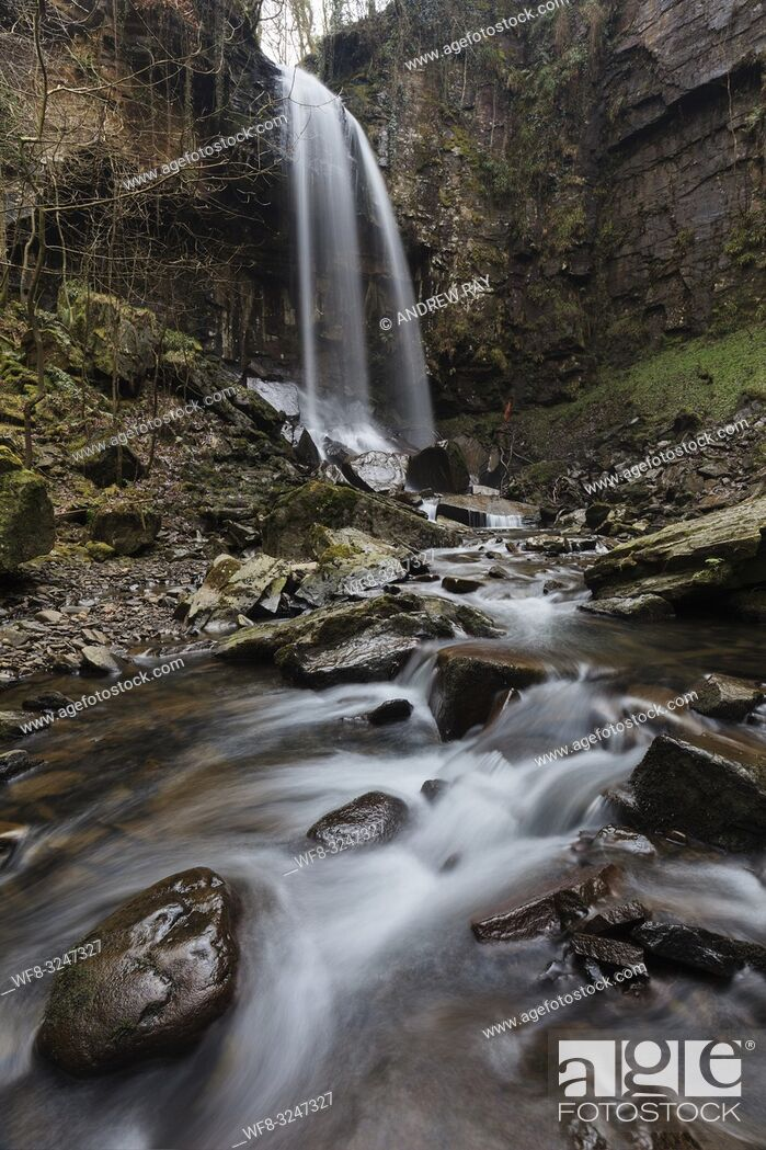 Imagen: Melincourt Waterfall in the Vale of Neath in South Wales, captured in mid February using a long shutter speed to blur the movement of the water coming over the.