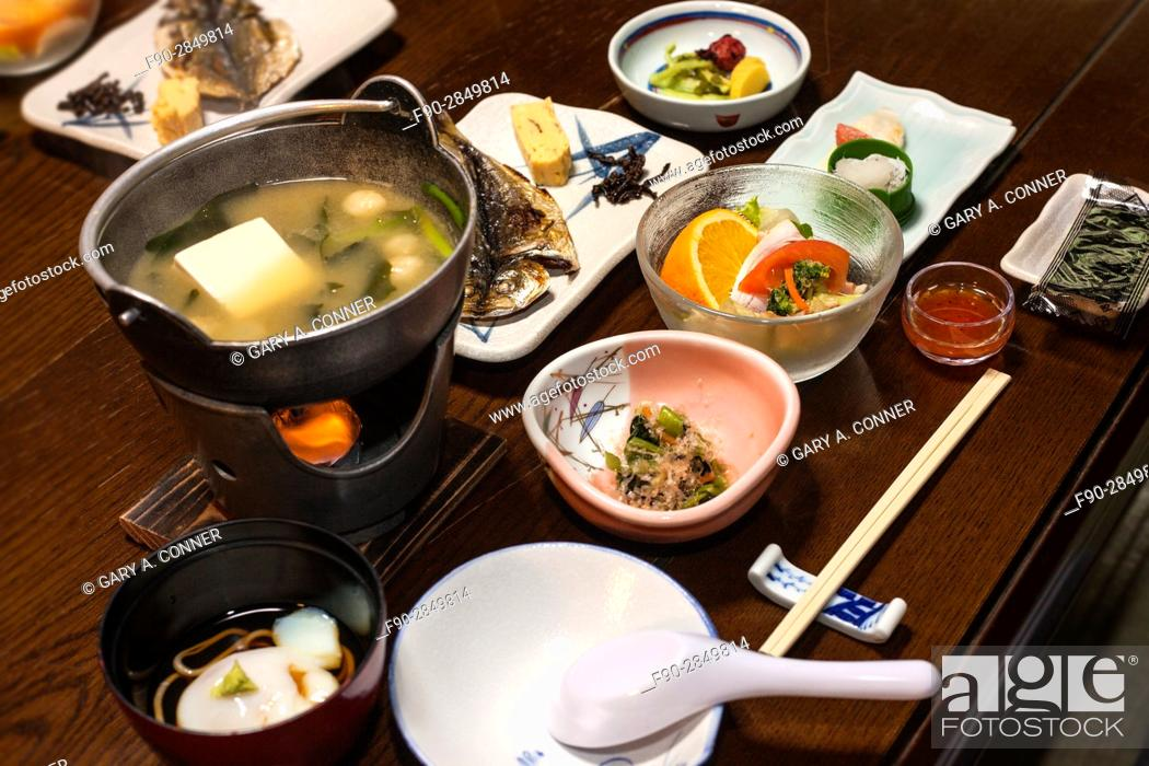 Imagen: Multi course traditional breakfast at a onsen resort in Hakone, Japan.