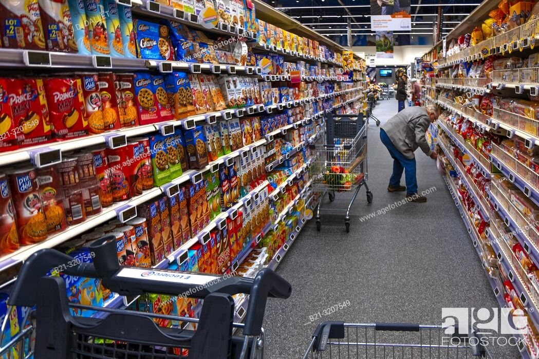 Stock Photo: France, Occitanie, Lot, shopping in a supermarket at Capdenac.