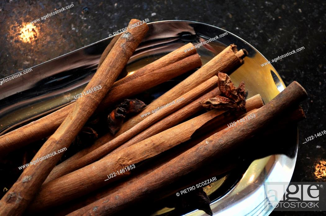 Stock Photo: Beijing (China): vanilla sticks at the bar of the Fairmont Beijing Hotel.