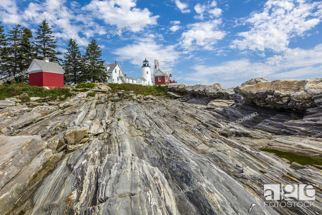 Imagen: Pemaquid Point Light is a historic U. S. lighthouse located in Bristol, Lincoln County, Maine in Pemaquid Point Light Park and includes the Fishermen's Museum.