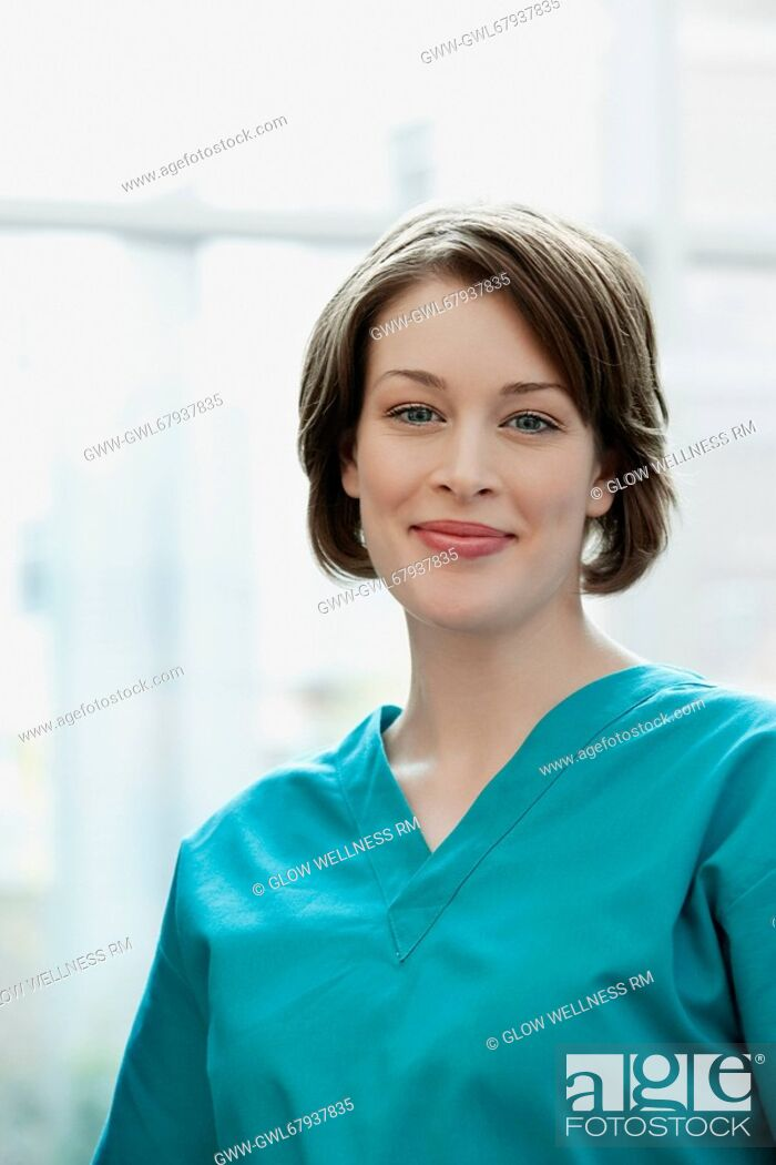 Imagen: Close-up of a female doctor smiling.