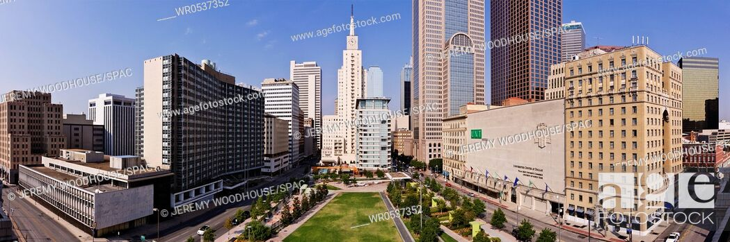 Imagen: Main Street Garden Park in Downtown Dallas.