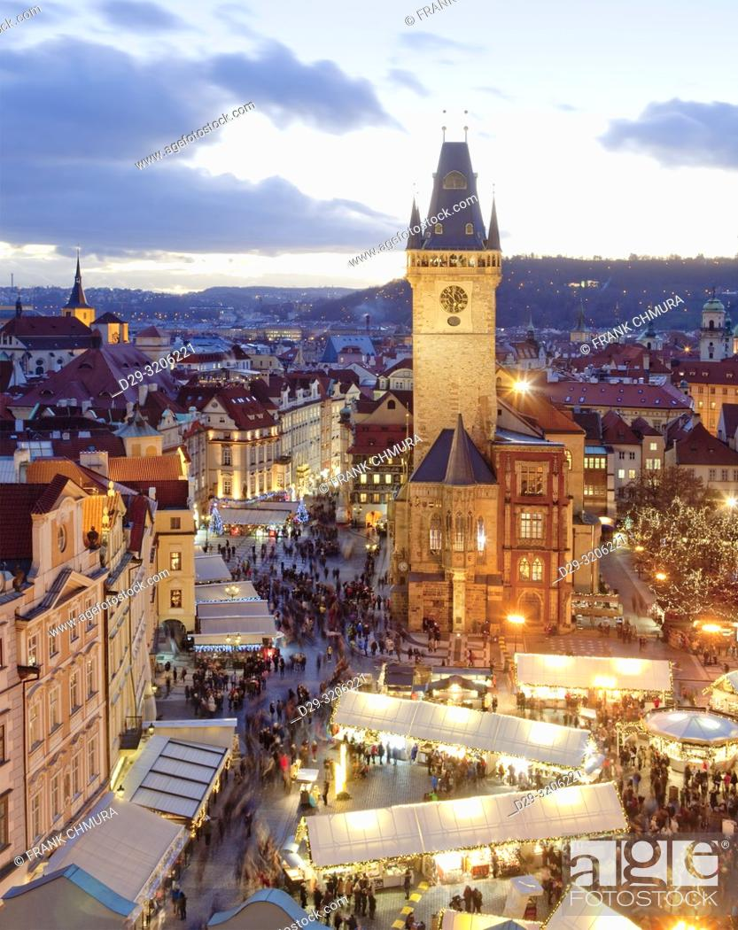 Imagen: Prague - Christmas Market and Town Hall Tower at The Old Town Square.