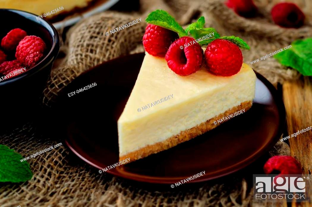 Imagen: Cheesecake with fresh raspberries and mint. the toning. selective focus.