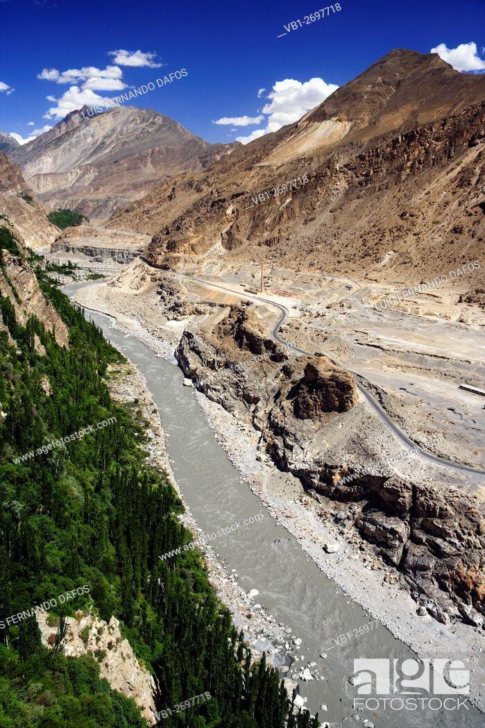 Imagen: Hunza river valley and Karakoram Highway, Pakistan.