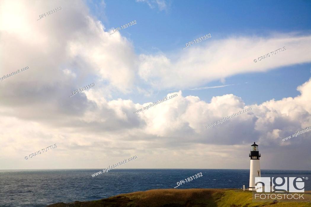 Stock Photo: Yaquina Head Lighthouse, Oregon Coast, USA.