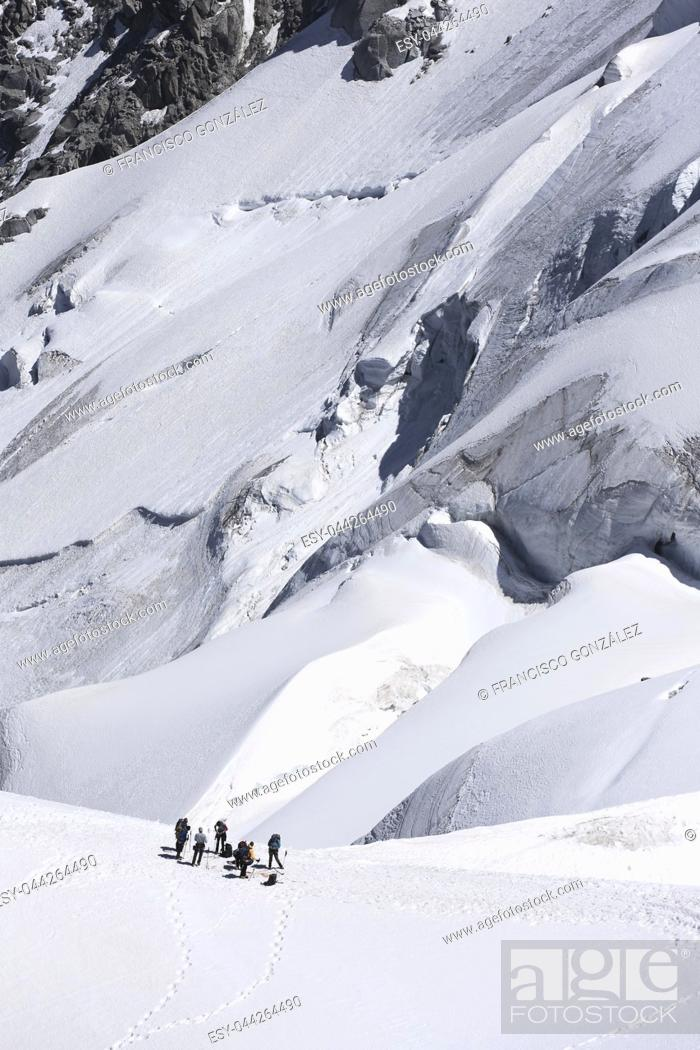 Photo de stock: Mountaineers ascending to Mont Blanc in Chamonix, France. Vertical image.