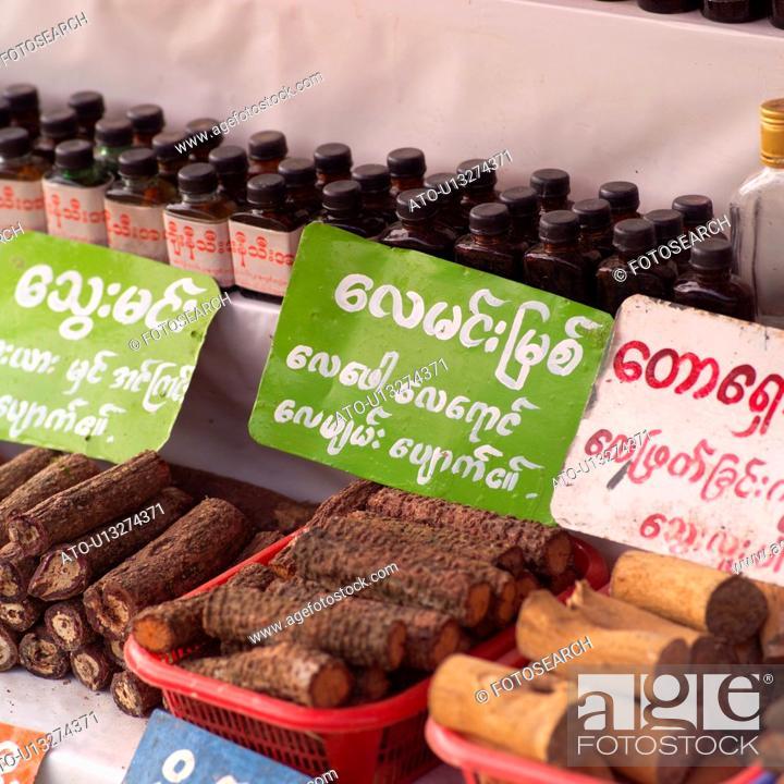 Imagen: Display by Burmese merchants on street in Bago.