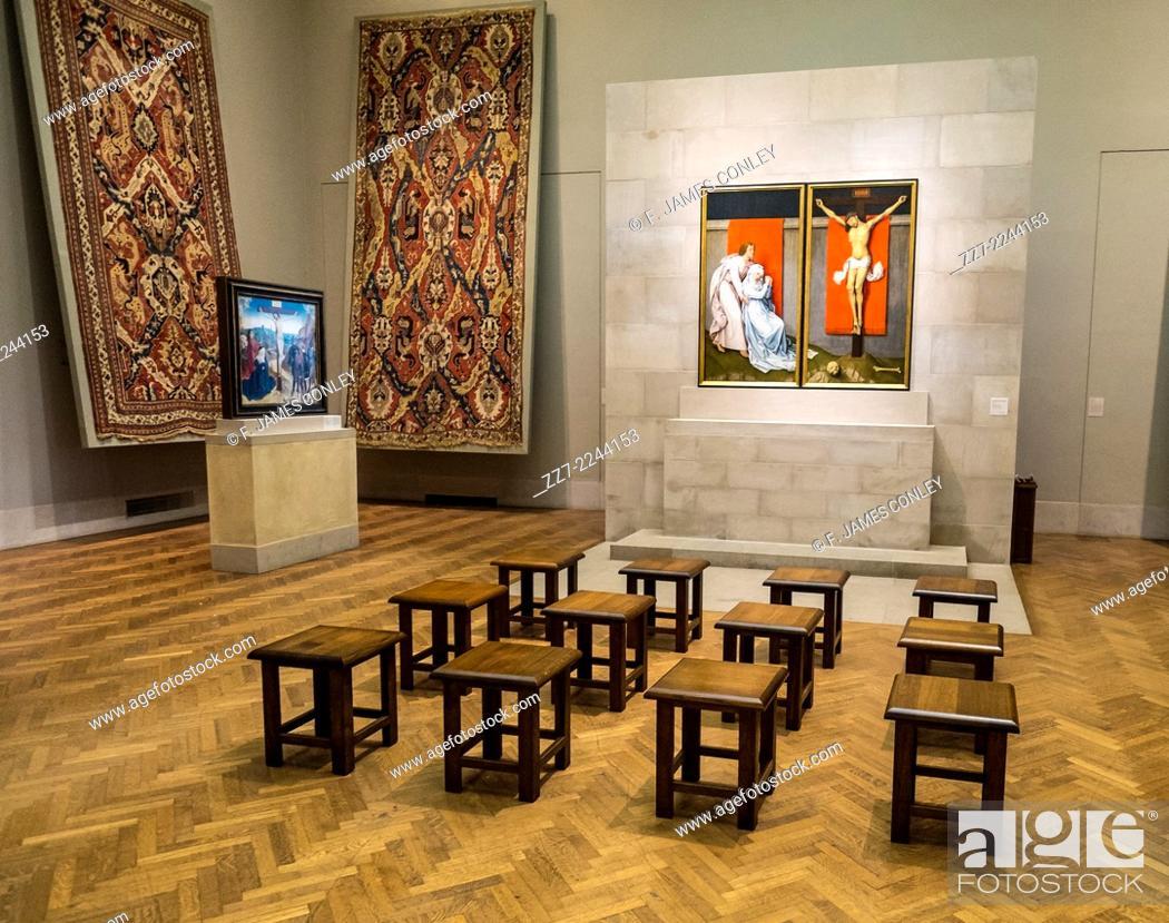 Imagen: Stools await visitors to ancient Christian art.