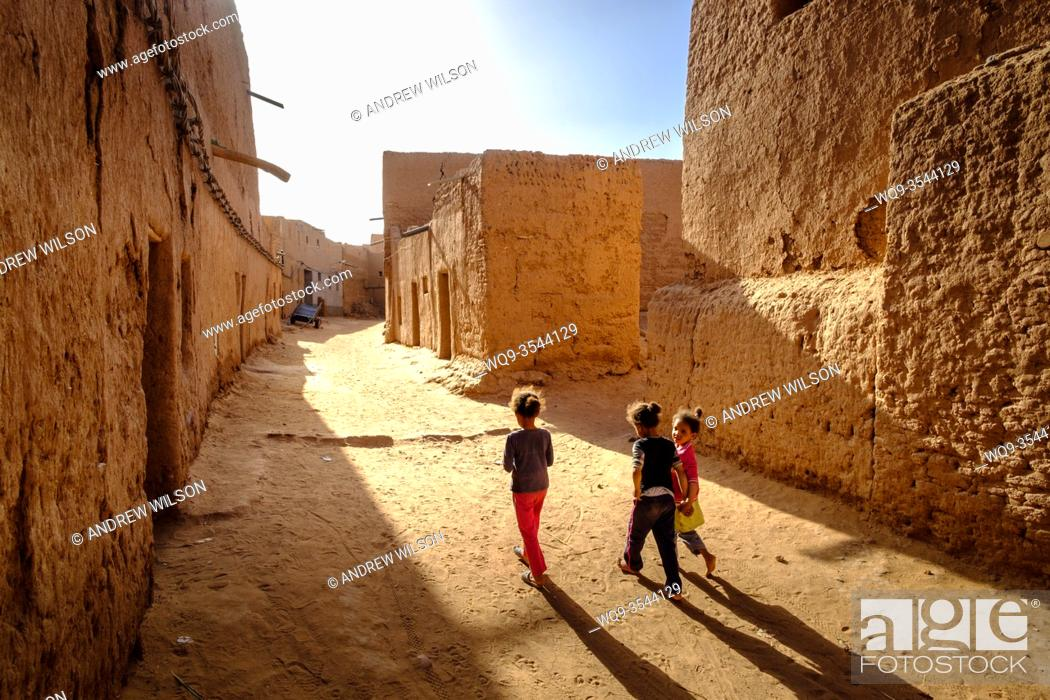 Stock Photo: Children in a small village in southern Morocco near Mhamid. Morocco, North Africa.