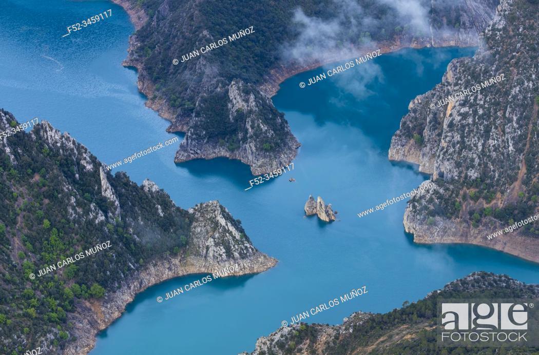 Imagen: Canelles Reservoir, Montrebei gorge, Congost de Mont-rebei, Montsec Range, The Pre-Pyrenees, Lleida, Catalonia, Spain, Europe.