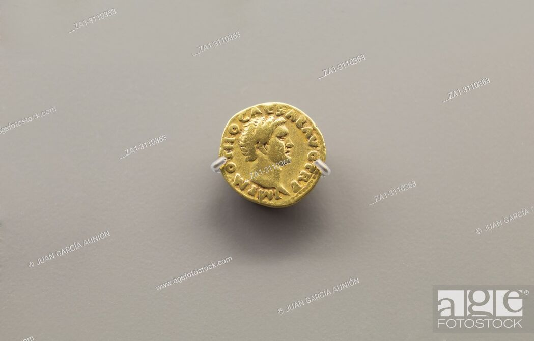 Imagen: One gold coin of Otho Roman Emperor at National Museum of Roman Art in Merida, Spain.