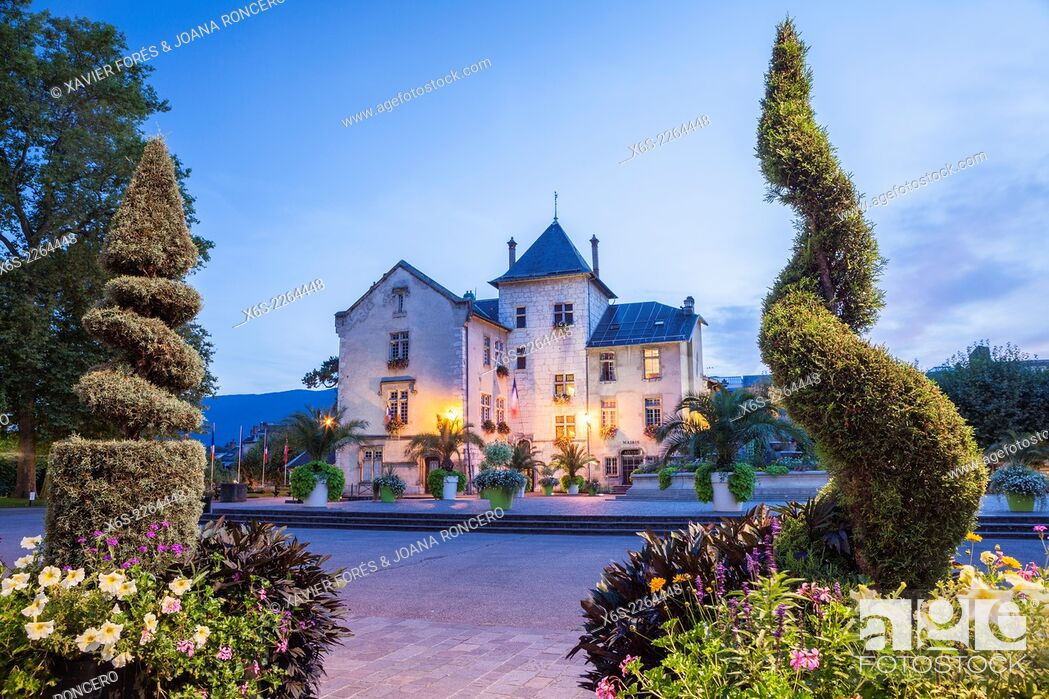Imagen: Place Maurice Mollard in Aix Les Bains, Savoie, Rhône-Alpes, France.