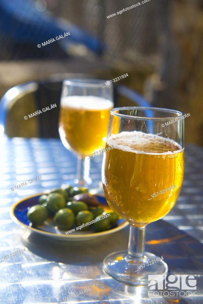 Imagen: Two glasses of beer with olives in a terrace. Spain.