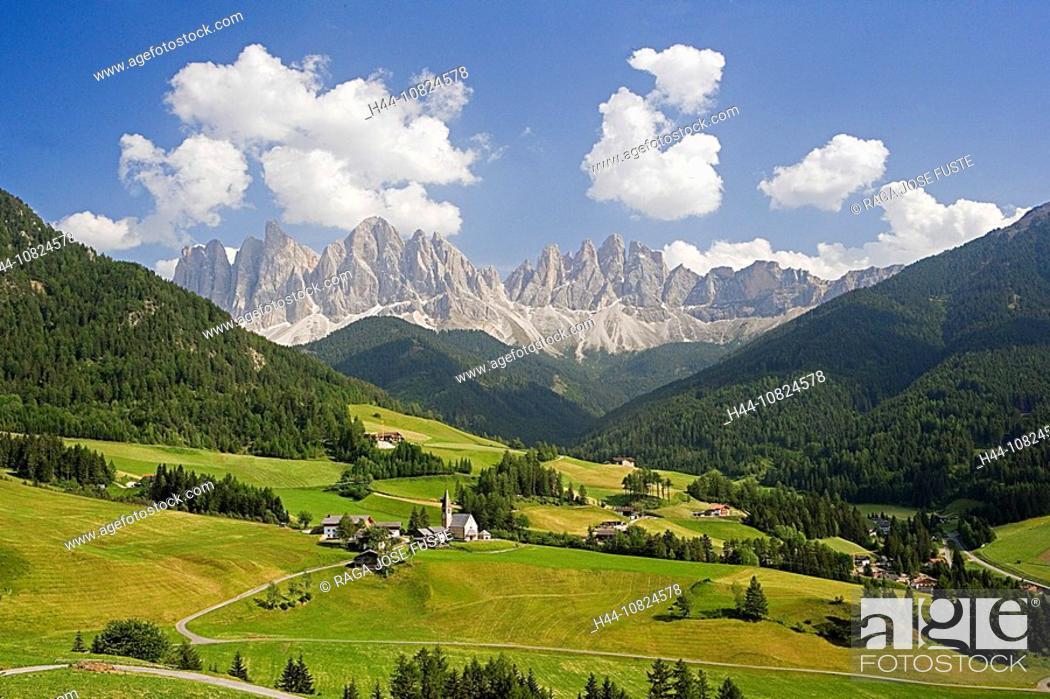 Photo de stock: Italy, Europe, South Tirol, Tyrol, Val di Funes, Villnoss, church Saint Magdalena, scenery, landscape, Dolomites, moun.