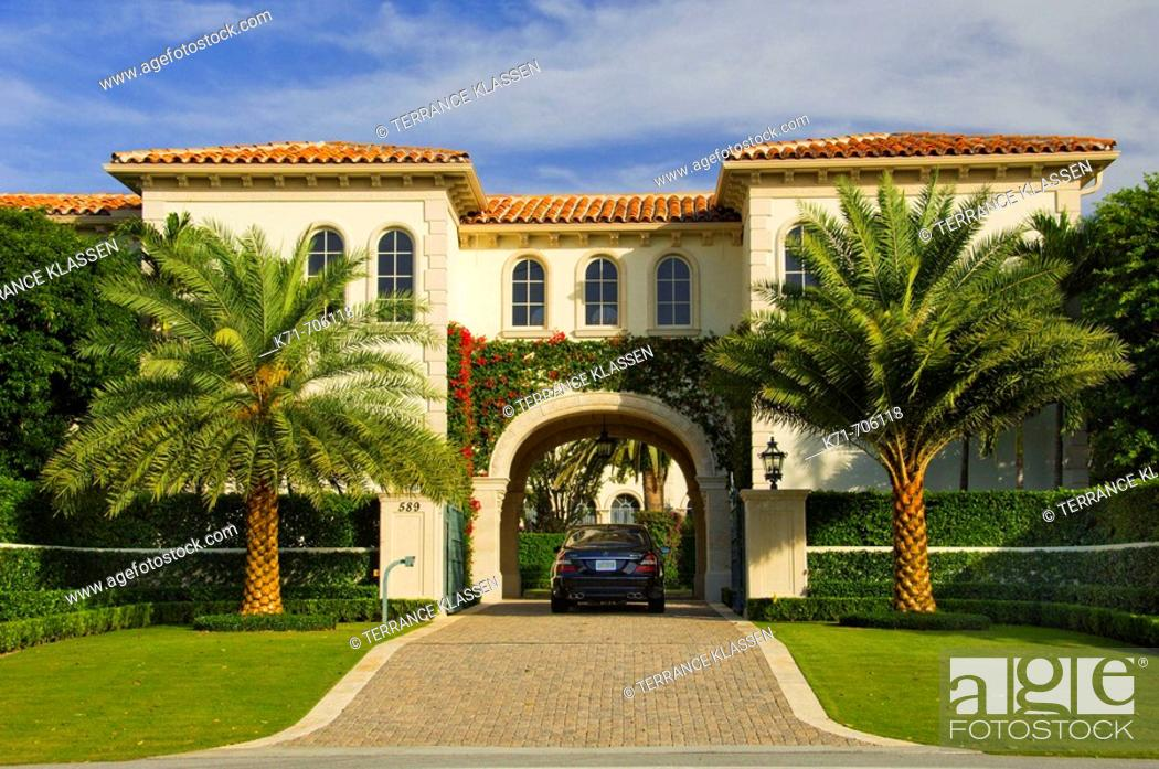 Stock Photo: Large homes in West Palm Beach, Florida, USA, 2008.