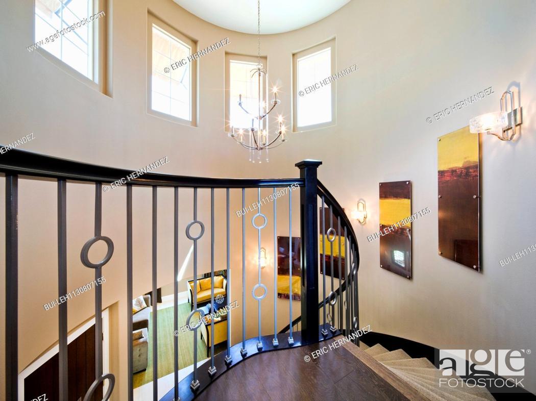 Imagen: Spiral staircase in house; Valencia; California; USA.