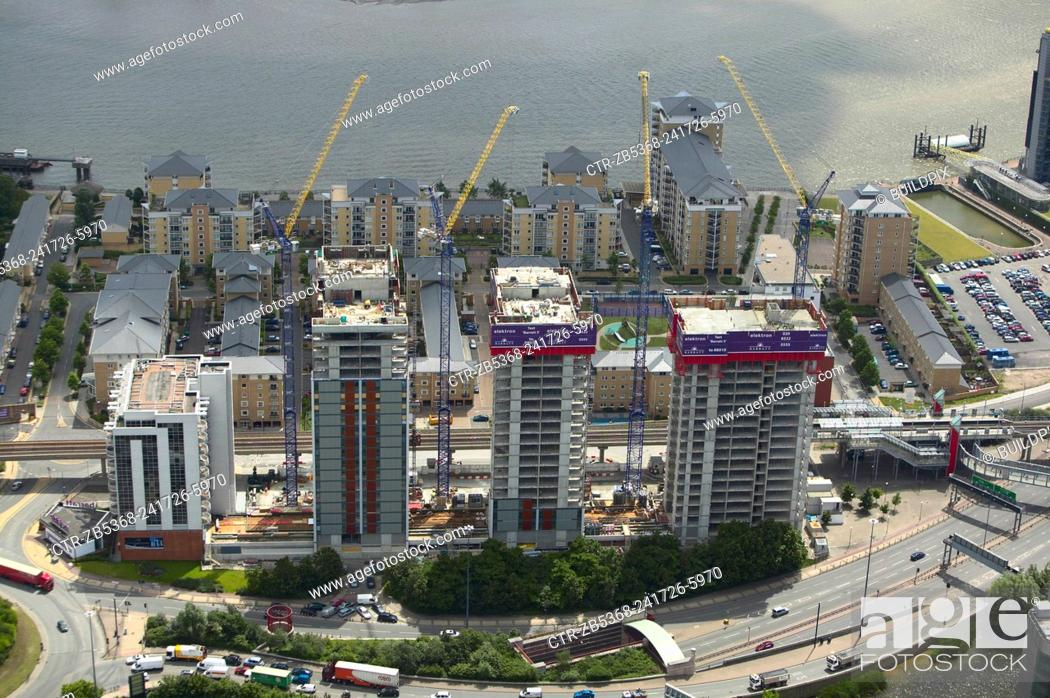 Imagen: Aerial view of Electron, a residential property development by Barratt, London Docklands, Thames Gateway, UK.