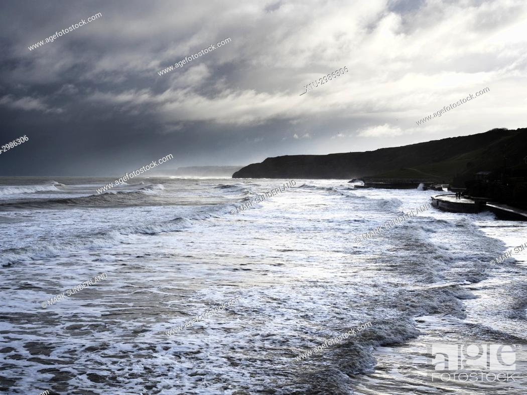 Imagen: Waves Breaking on the Shore at High Tide in the South Bay in Winter Scarborough North Yorkshire England.
