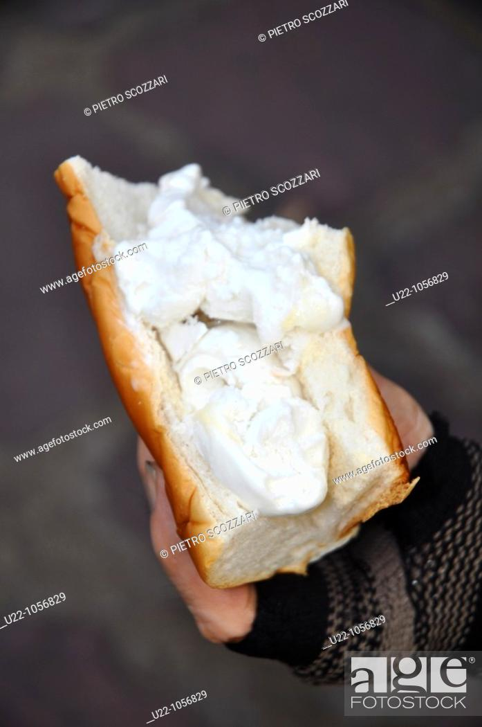 Stock Photo: Bangkok (Thailand): an ice-cream sandwich.
