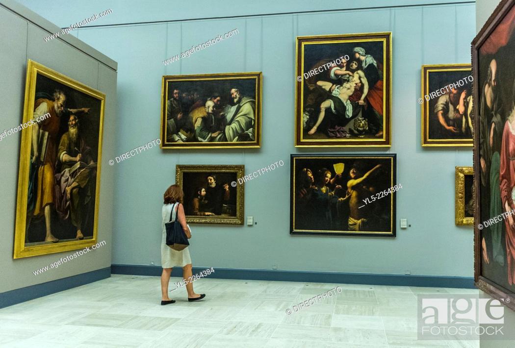 Imagen: Bordeaux, France,, Tourists Visiting inside French Museum, Musée des Beaux-Arts.