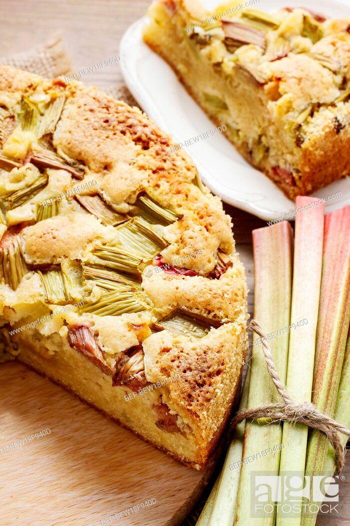 Imagen: Rhubarb cake. Summer party dessert.