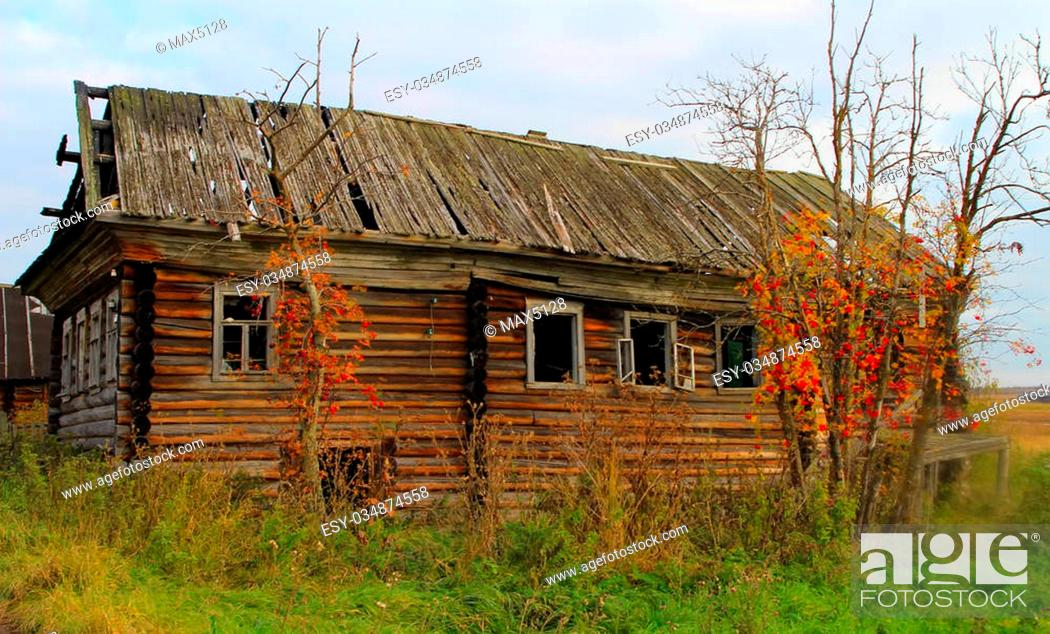 Stock Photo: Old fisherman house in North of Russia. Pomors chopped house. White sea.