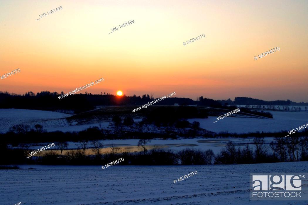 Stock Photo: Germany / GERMANY, WESTHAUSEN-JAGSTHAUSEN, 07.01.2009, Sonnenuntergang am Bucher Stausee, Sunset over the Bucher Stausee, Ostalbkreis, Baden-Württemberg.