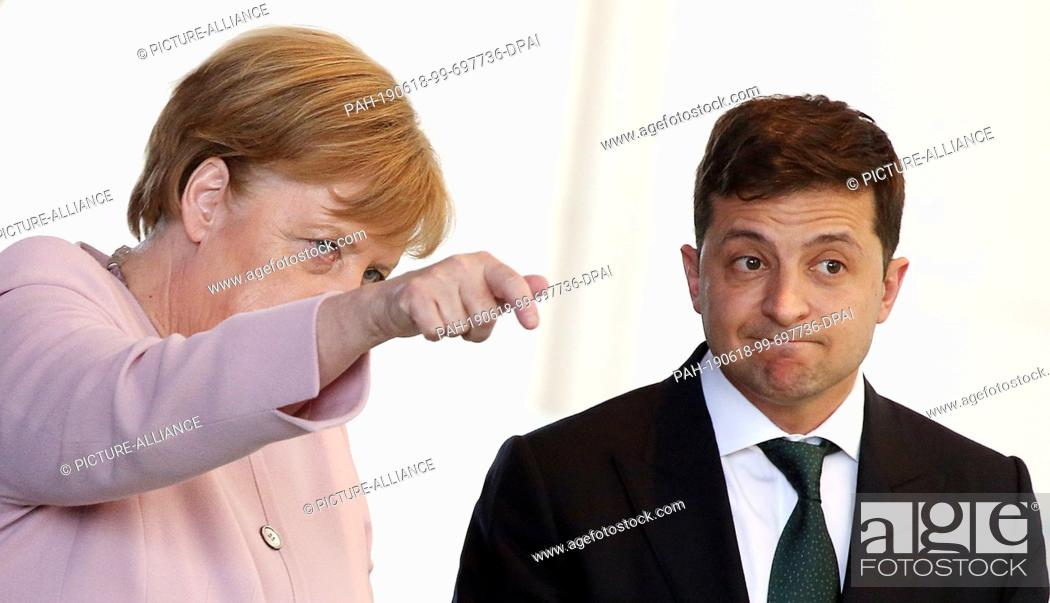 Imagen: 18 June 2019, Berlin: Federal Chancellor Angela Merkel (CDU) receives Volodymyr Selensky, President of Ukraine, both go together to the press conference in the.