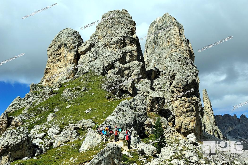 Imagen: The Rosengarten or Catinaccio group in the Dolomites. They are a mountain range declared a UNESCO World Heritage Site. Trentino province, Italy.