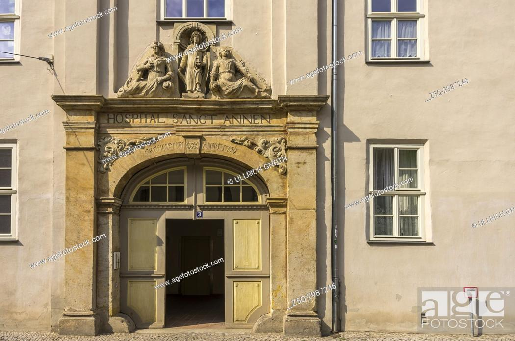 Imagen: Entrance portal of the historic St. Annen Hospital, a listed building complex in the old town of Quedlinburg in Saxony-Anhalt.