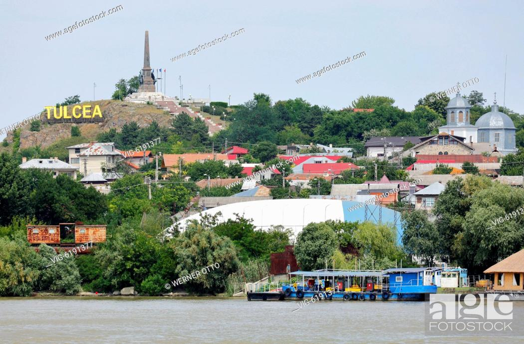 Stock Photo: Romania, Tulcea at the Danube, Saint George branch, Tulcea County, Dobrudja, Gate to the Danube Delta, city view, harbour, independence monument on a hill.