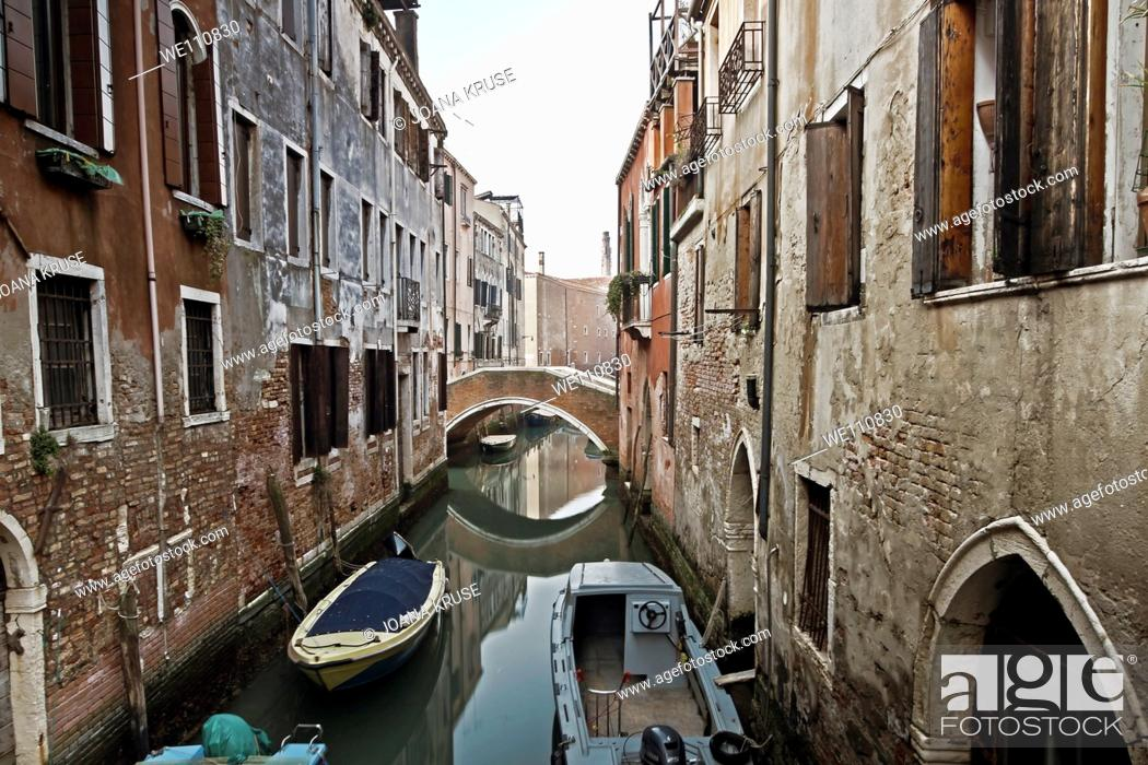Imagen: impression from Venice in Italy with its typical channels and boats.
