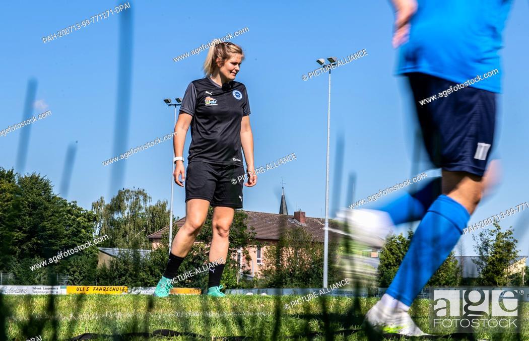 Stock Photo: 13 July 2020, North Rhine-Westphalia, Lotte: Football, Regionalliga - West: Imke Wübbenhorst (l), coach of Sportfreunde Lotte.