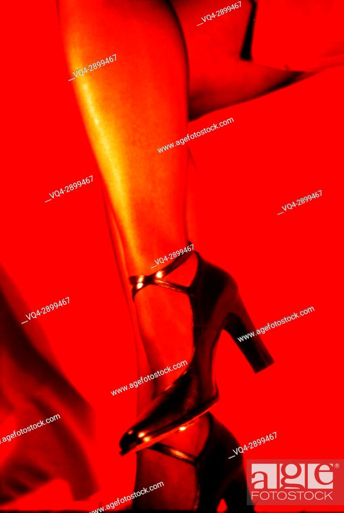Imagen: Woman's legs with Black Shoes and Red Skirt.