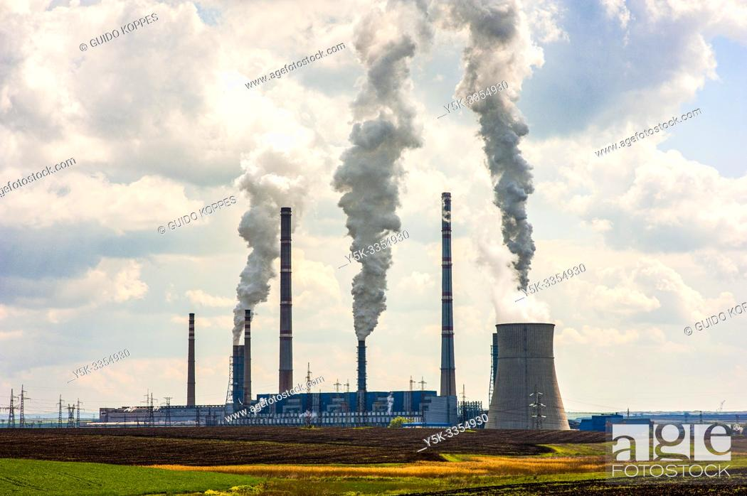 Imagen: Stare Zagora, Bulgaria. Thermal Power Plant fueled by fossil fuels and carbon coal, polluting the atmosphere and changing the climate.