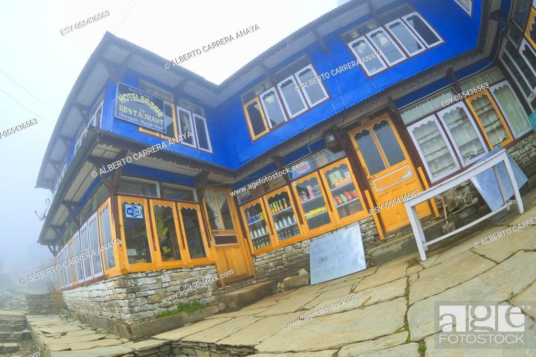 Imagen: Rest Area, Small Village, Ghest House, Gorepani, Trek to Annapurna Base Camp, Annapurna Conservation Area, Himalaya, Nepal, Asia.
