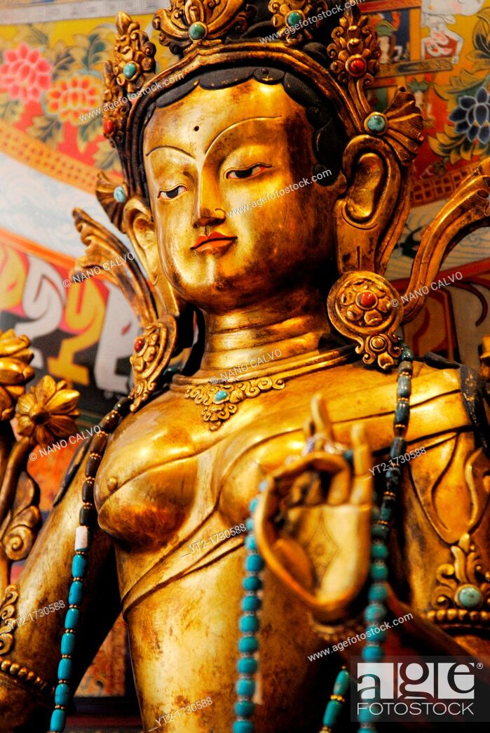 Imagen: Imported asian buddhist art and crafts, figures and sculptures in a shop of Ibiza.