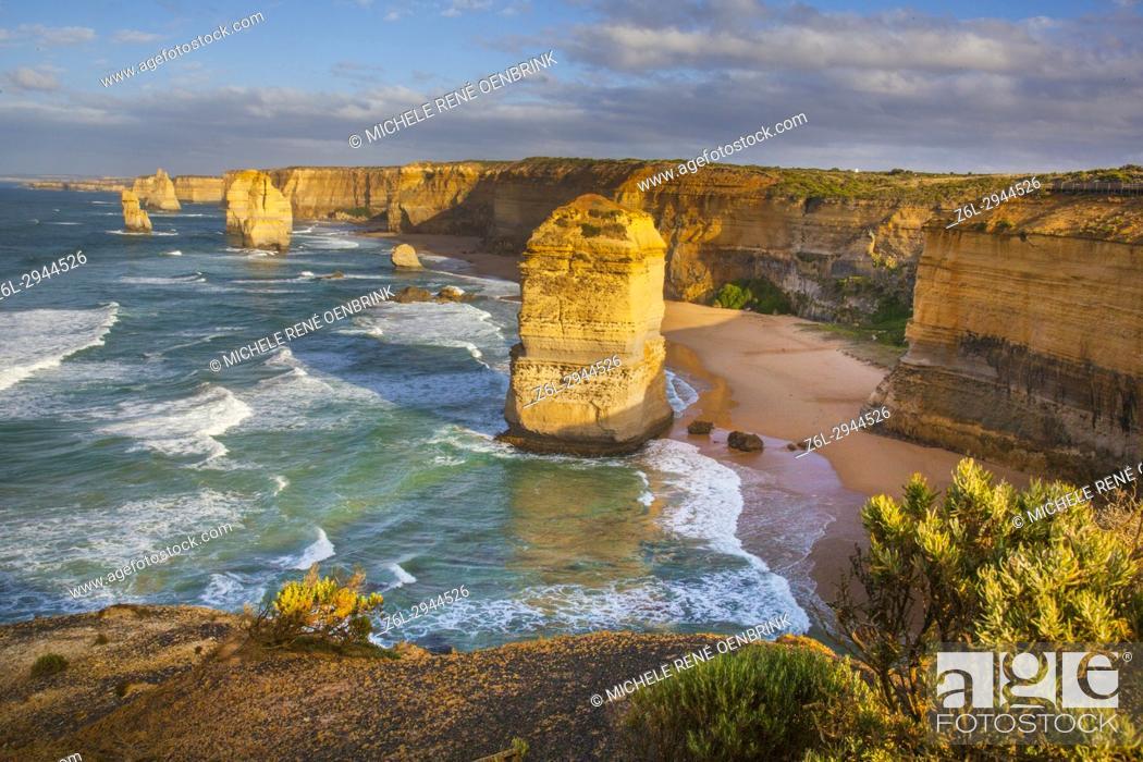 Imagen: Twelve Apostles Port Campell National Park along the Great Ocean Road in Victoria, Australia.