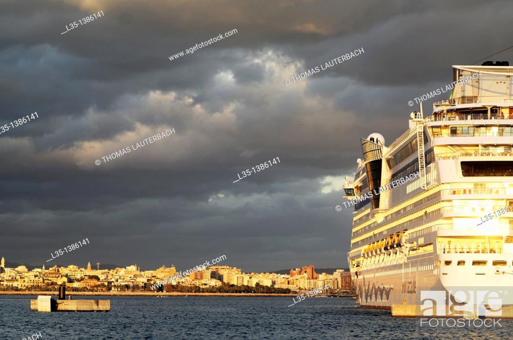 Stock Photo: Cruise ship in the port of Palma de Mallorca, Majorca, Balearic Islands, Spain.
