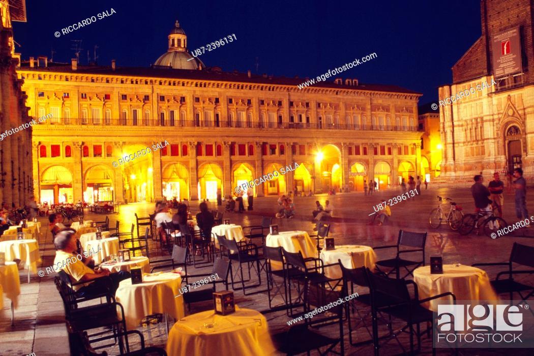 Photo de stock: Italy, Emilia Romagna, Bologna, Piazza Maggiore Square, Cafe.