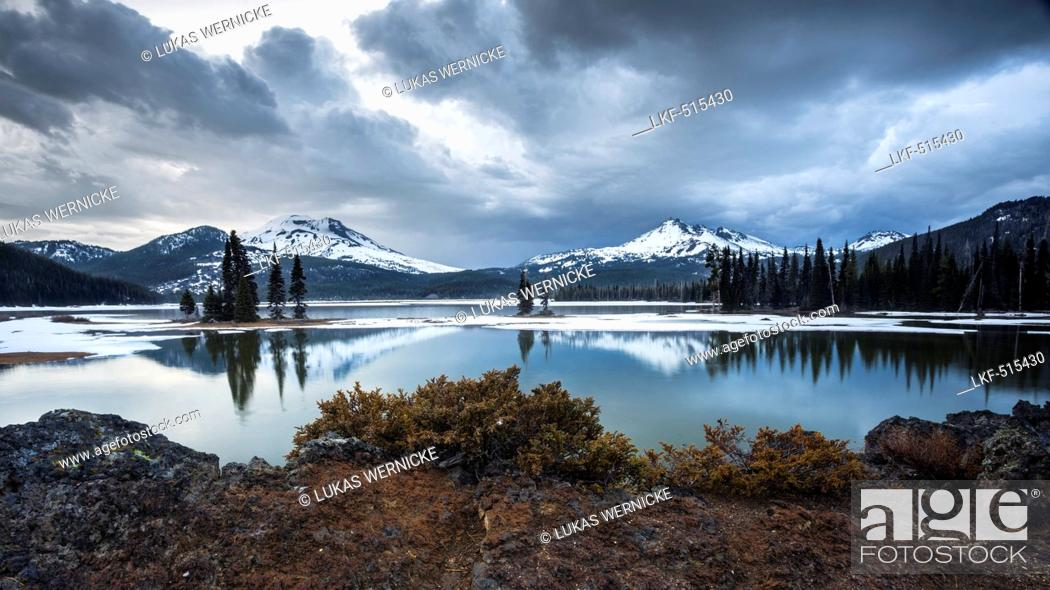 Stock Photo: Deschutes National Forest, Mount South Sister, Mount Broken Top, Three Sisters Wilderness, Cascade Lakes National Scenic Byway,.