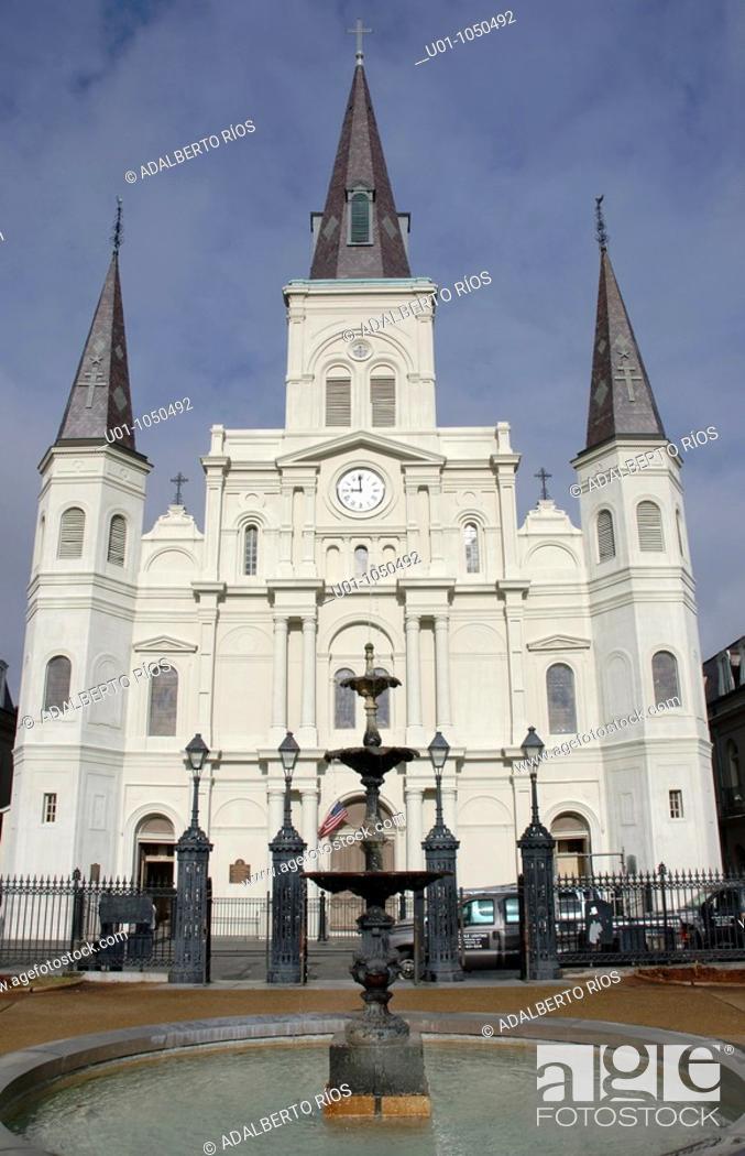 Stock Photo: La Catedral San Luis Rey de Francia de Nuevo Orleans es una basílica menor cuyo primer antecedente es la iglesia de madera construida por el fundador de la.