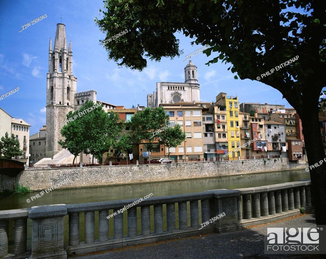 Stock Photo: Ex-colegiata De Sant Feliu & Cathedral.