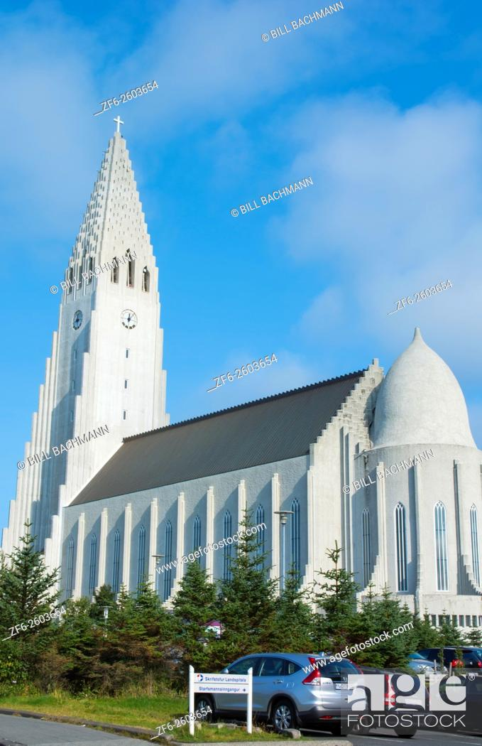 Imagen: Reykjavik Iceland Arctic Hallgrimskirkja downtown tall church with steeple of Hallgrim Church.