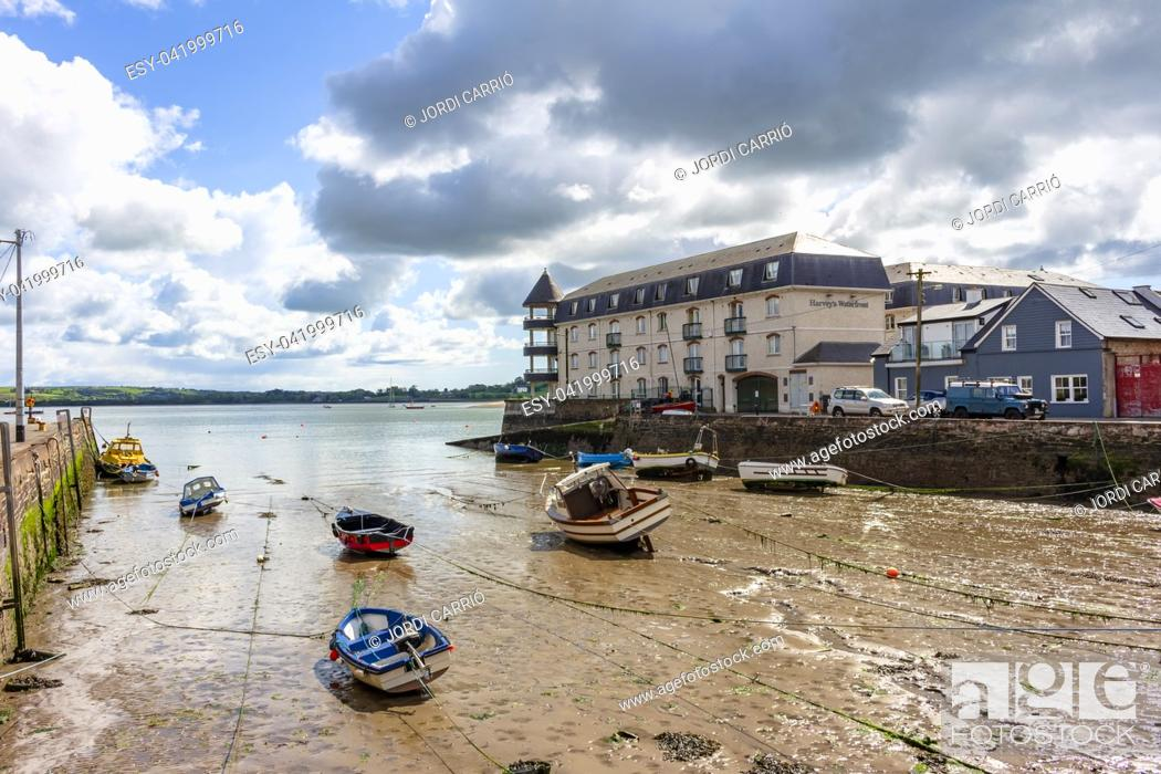 Stock Photo: Yougal fishing port at low tide, where boats and fishing boats are stranded.