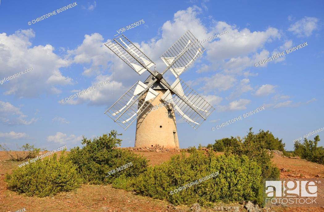 """Imagen: France, Aveyron, La Couvertoirade, listed """"""""Un des plus beaux villages de France"""""""", Old windmill of Redounel."""