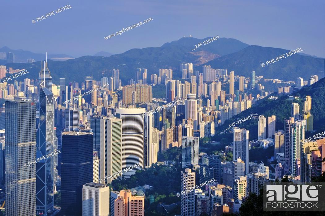 Stock Photo: Chine, Hong Kong, vue générale de Hong Kong depuis la colline de Victoria Peak / China, Hong-Kong, Skyline of Hong Kong Island and Kowloon from Victoria Peak.